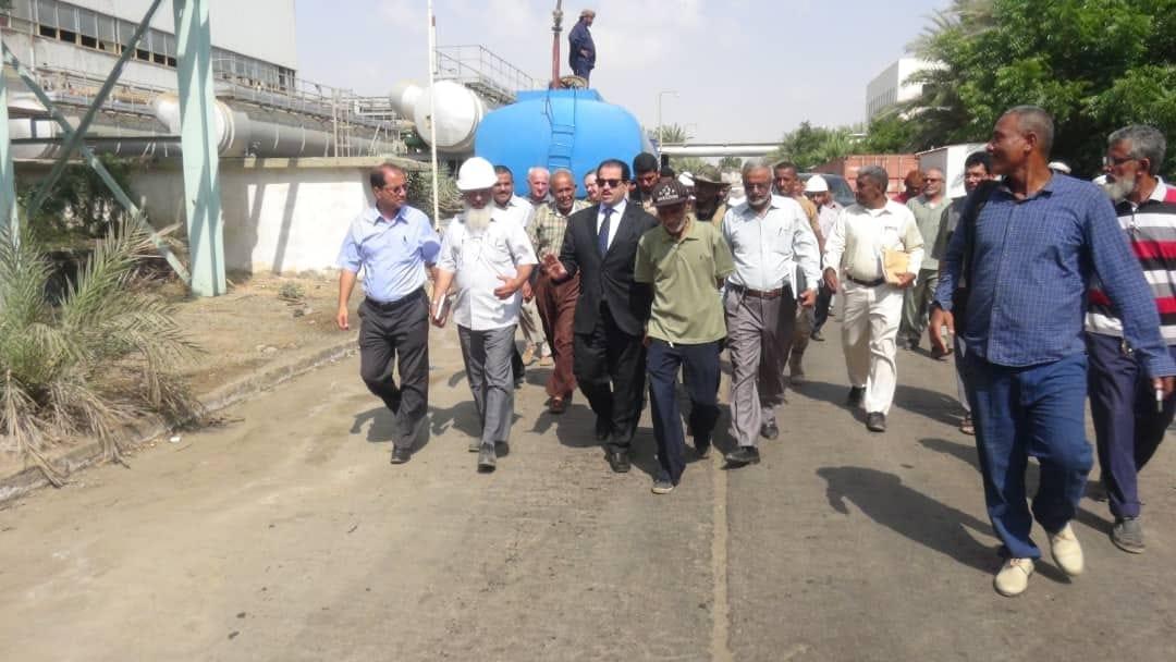 وزير الكهرباء يتفقد محطات التوليد في العاصمة المؤقتة عدن