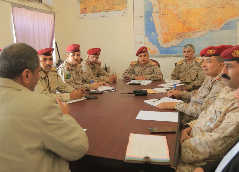 قيادات عسكرية تناقش المستجدات والتطورات على مسرح العمليات العسكرية