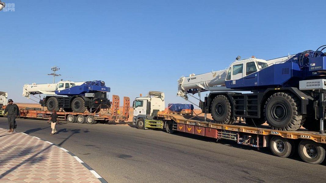عبور المنحة السعودية لرافعات مينائي عدن والمكلا منفذ الوديعة