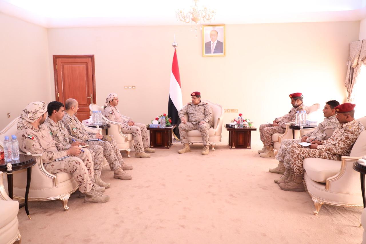 رئيس الأركان يلتقي قادة التحالف العربي في عدن لمناقشة مستجدات الأوضاع في الجبهات