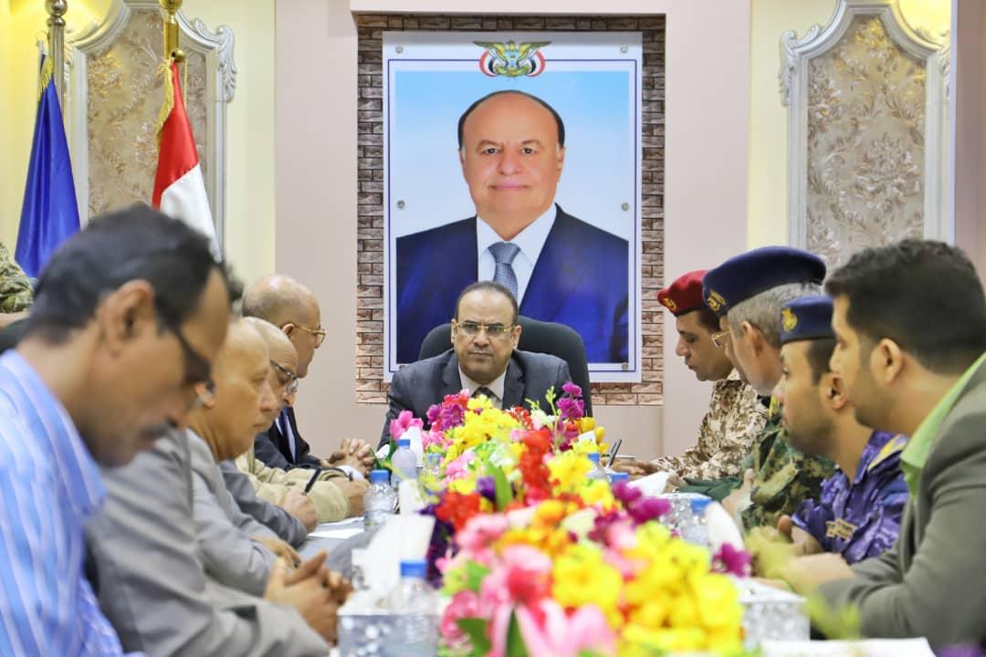 نائب رئيس الوزراء يترأس إجتماعاً موسعاً بقيادة تعز المحلية والأمنية والعسكرية