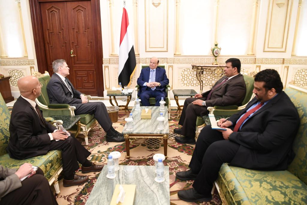 رئيس الجمهورية يشيد بمستوى التنسيق والتعاون بين اليمن والولايات المتحدة