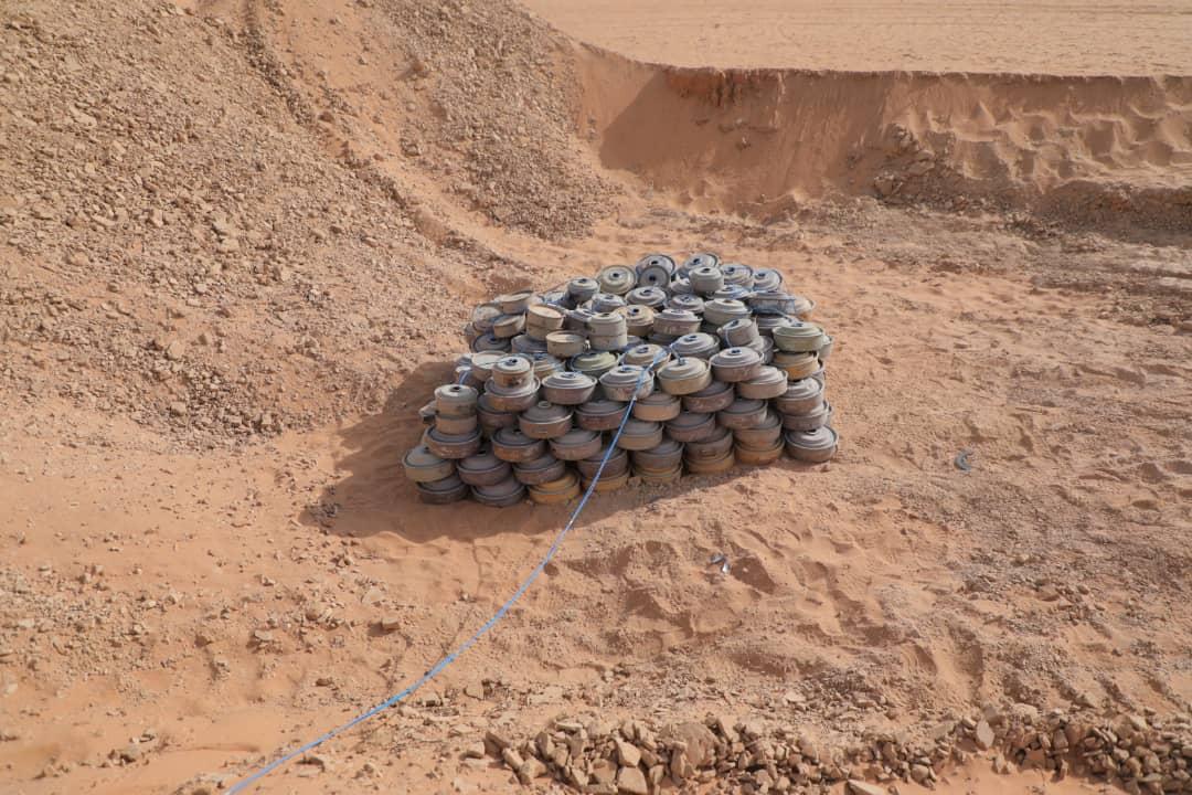 الجيش الوطني ينتزع ويتلف ٣ الف لغم وعبوة ناسفة زرعتها المليشيا في باقم بصعدة