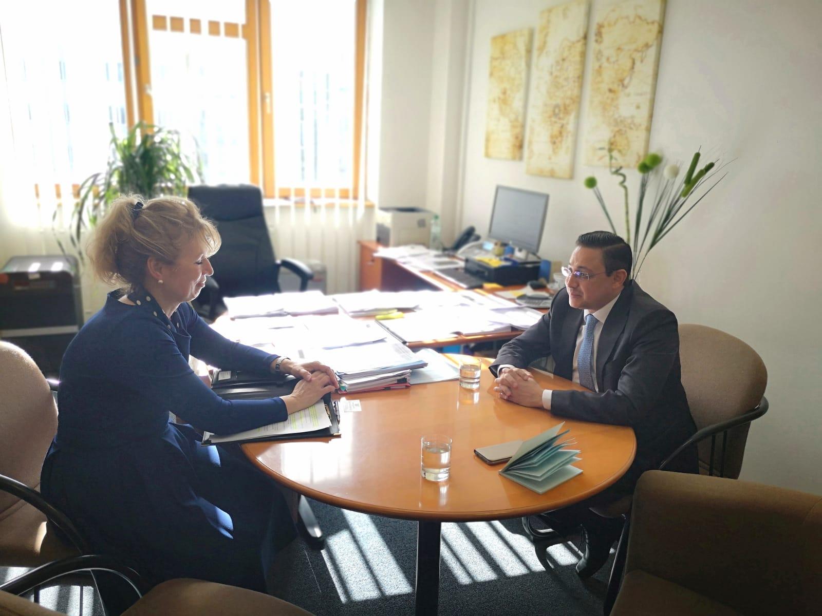 السفير شجاع الدين يلتقي رئيسة دائرة حقوق الانسان بالخارجية السلوفاكية