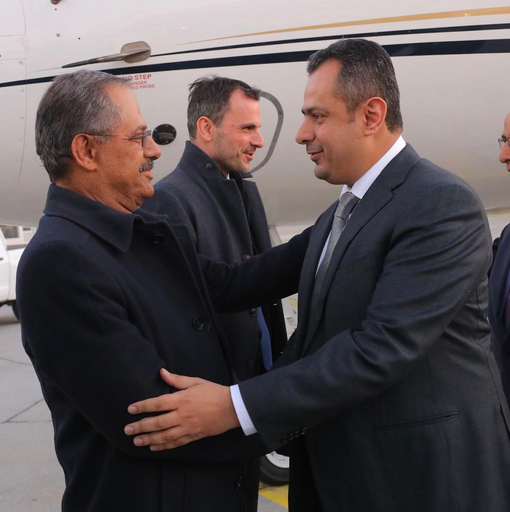 رئيس الوزراء يصل جنيف للمشاركة في مؤتمر تمويل خطة الاستجابة الإنسانية لليمن