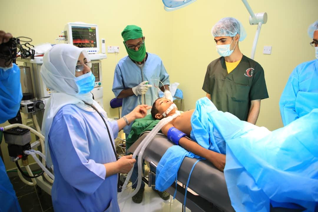 افتتاح مخيم جراحي للاطفال في عدن بدعم كويتي