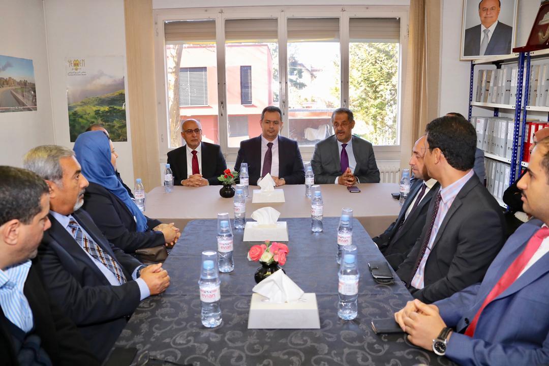 رئيس الوزراء يشيد بأداء مندوبية اليمن الدائمة في جنيف