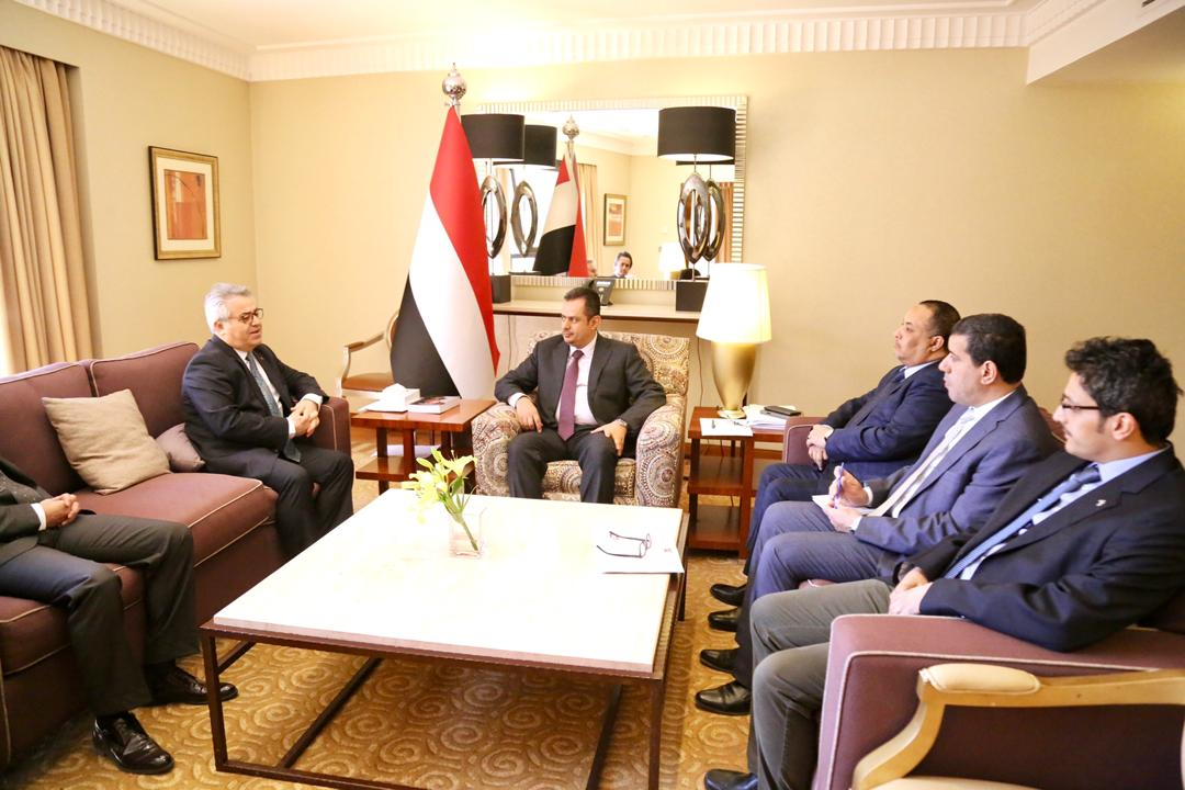 رئيس الوزراء يناقش مع السفير التركي مستجدات الأوضاع في اليمن