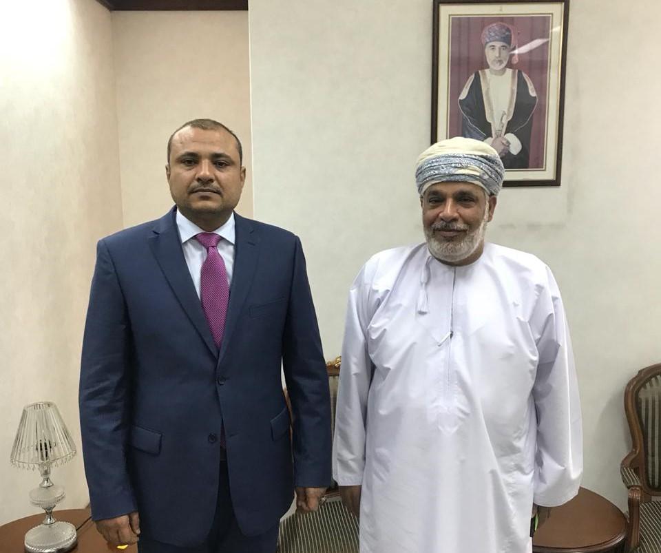 السفير شطيف يبحث مع مسؤول عماني سبل تعزيز وتطوير التعاون الثنائي بين البلدين
