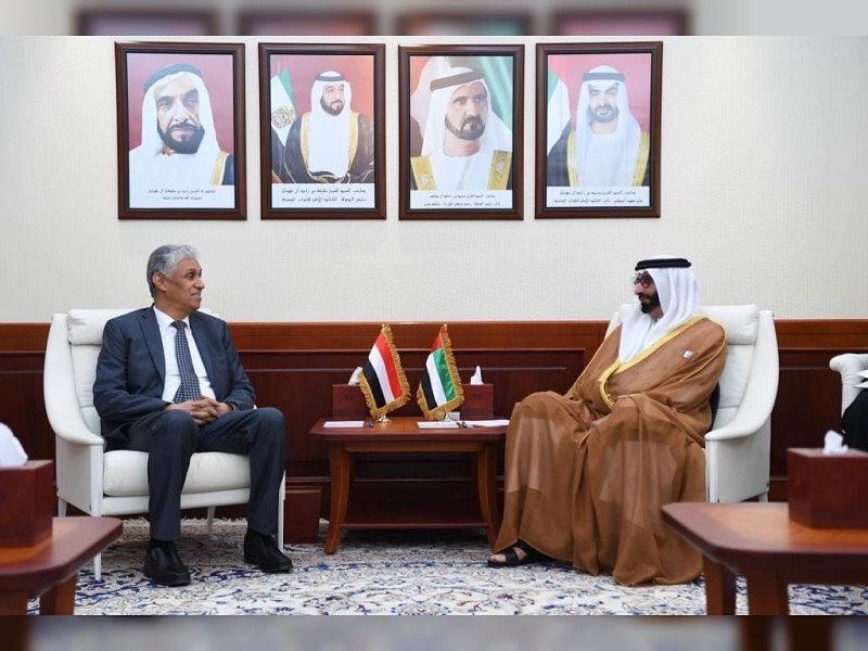 السفير المنهالي يلتقي وزير الدولة الاماراتي لشؤون الدفاع