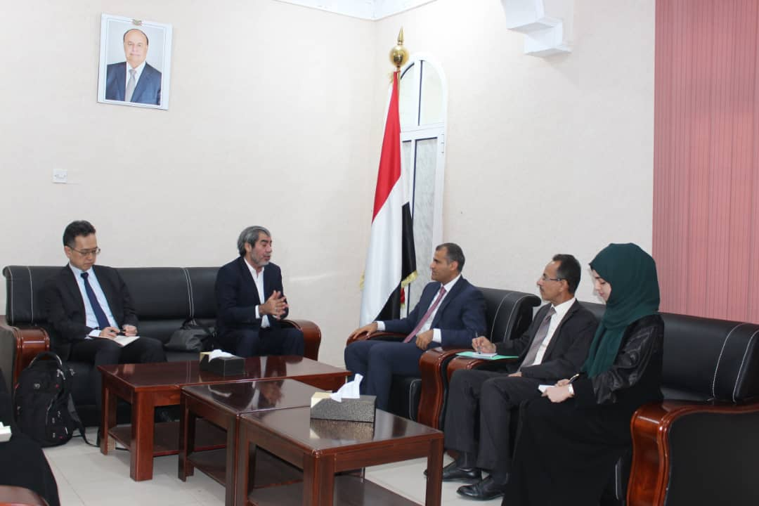 نائب وزير الخارجية يؤكد حرص الحكومة على السلام ودعمها لجهود المبعوث الاممي